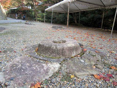 正暦寺の礎石