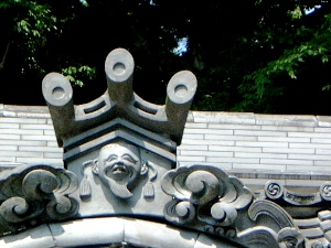 屋根瓦の意匠 笠山荒神社拝殿