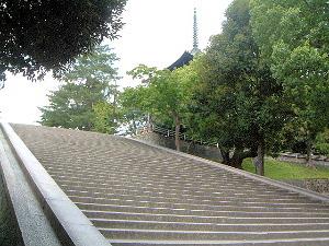 五十二段が意味する仏門修行 (奈良歴史ウォーク大正楼)