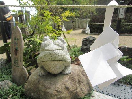 葛城一言主神社の撫でカエル
