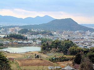 甘樫丘展望台から見える畝傍山と二上山