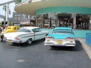 古いアメ車 USJパーク内