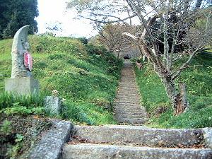 197段の石段 仏隆寺