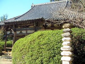 長岳寺本堂と練塔