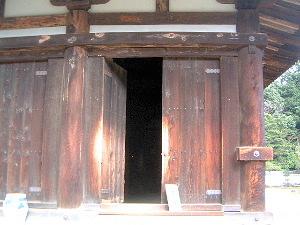 秋篠寺本堂入口