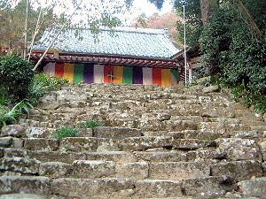 本堂と石段