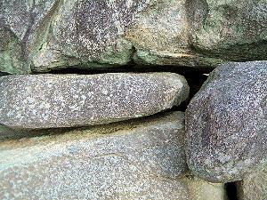 石舞台古墳の隙間