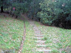 益田岩船へ続く階段