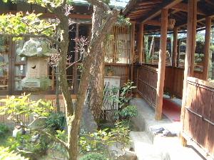 中庭の渡り廊下 奈良の旅館