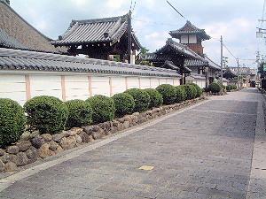 浄照寺の表通り