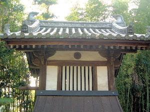 吉田寺の鐘楼