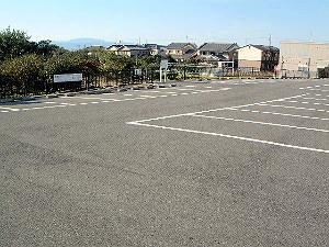 黒塚古墳展示館の駐車場