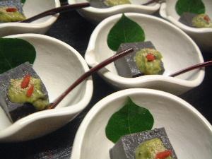 黒胡麻くるみ豆腐 大和まな味噌