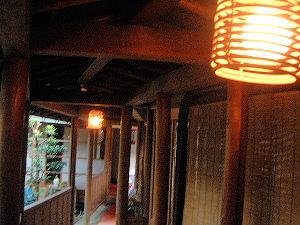 渡り廊下の灯り