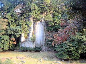 大野寺の磨崖仏 弥勒菩薩像