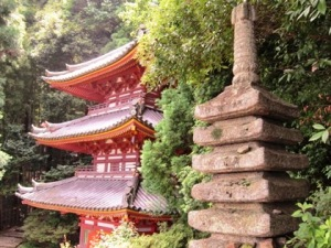松尾寺三重塔 十三重石塔