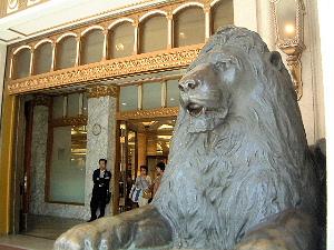 日本橋三越のライオン像