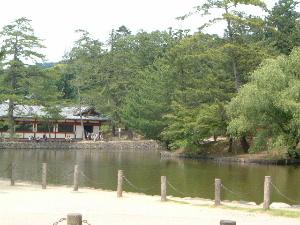 東大寺大仏殿中門前の池