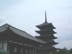興福寺五重塔と東金堂