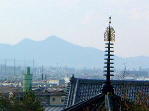 仲麻呂堂と二上山