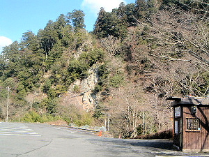 室生寺駐車場から見える断崖絶壁