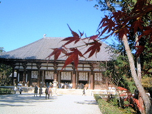 唐招提寺の紅葉 金堂