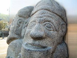 飛鳥資料館 石人像のレプリカ