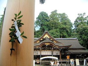 榊と拝殿 榊の意味