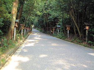 大神神社の参道 玉砂利