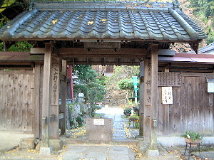 仏隆寺の山門