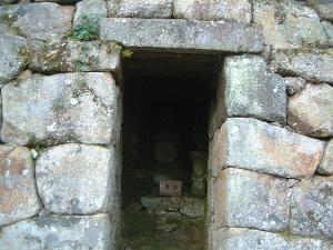 石室の入口 仏隆寺