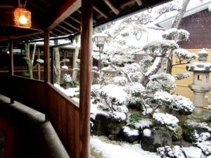 積雪の中庭