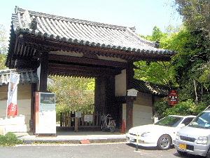 不退寺の南門
