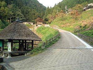 室生寺方面への道 仏隆寺