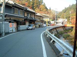 長谷寺駐車場へ続く道
